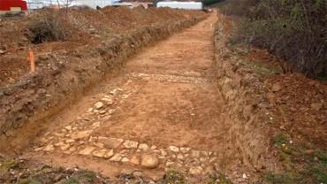 Los restos romanos encontrados en el polígono de San Román podrían retrasar las obras de la red de abastecimiento del Bierzo Alto