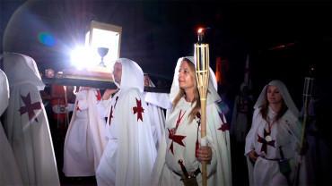 Una delegación de Tomar y los Caballeros de Ulver participan en el desfile de la Noche Templaria