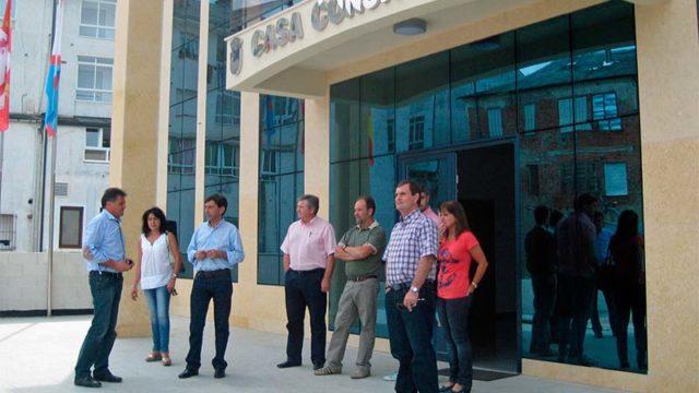 Diputación acondiciona el entorno del Ayuntamiento de Vega de Espinareda