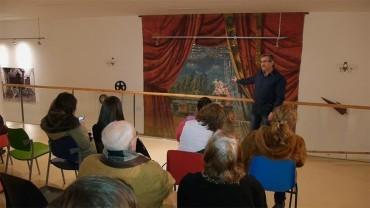 El Museo Alto Bierzo expone su pieza más significativa, el Telón del Cine Merayo