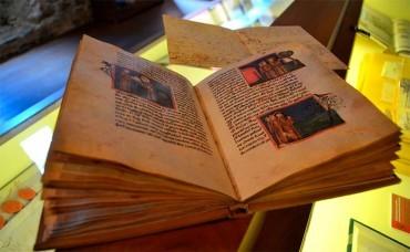 """Templum Libri abre la muestra """"Misterios y esplendores: 25 hermosos libros para la Navidad"""""""