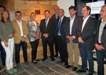 Marcos Martínez anuncia el inicio de las obras en el último tramo de la carretera a Peñalba
