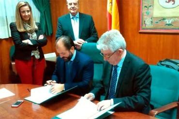 ULE y CEPA aportarán 80.000 € en becas para estudiantes con escasez de recursos