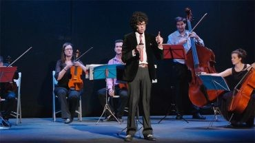 Quiquemago y la Camerata Clásica de Ponferrada entusiasman a pequeños y grandes con su concierto músico-mágico