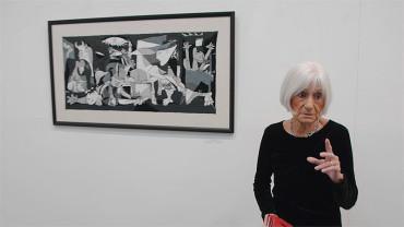 """Teresa Lago recupera en """"Tapices"""" el arte medieval de los bordados"""