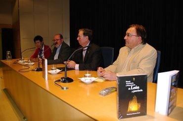 Maximiano Pastrana presenta 340 páginas de patrimonio histórico y monumental de la provincia de León