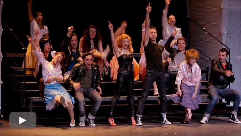 El musical Grease de CAEM-VIDA arrasa en su estreno