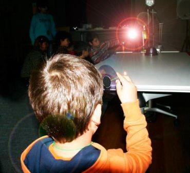 La luz y su huella dactilar en el Museo de la Energía