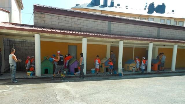 Los pequeños del taller de albañilería de Toreno construyen 5 casas a escala