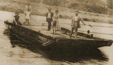 Hasta principios del siglo XX el Bierzo contó con 10 barcas de paso sobre los ríos Sil, Boeza, Cúa, Burbia, Selmo y Cabrera