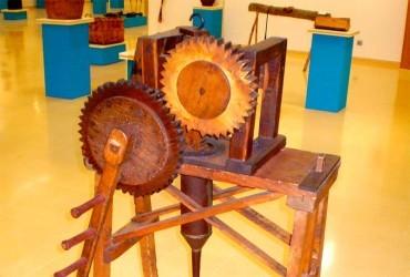 La Semana Cultural del Botillo acoge la presentación de una embutidora de 1876