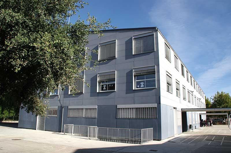 Colegio Ponferrada XII en Flores del Sil. Foto: Raúl C.