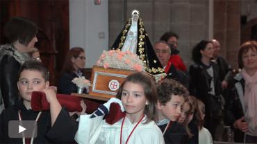 El Obispo de Astorga, Juan Antonio Menéndez, asiste a la Procesión Infantil de Ponferrada