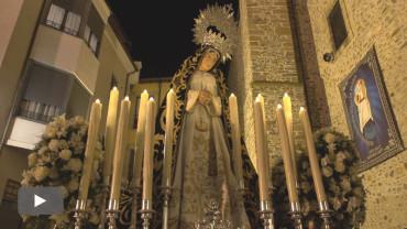 La procesión de la Soledad se libra, por poco, de la lluvia