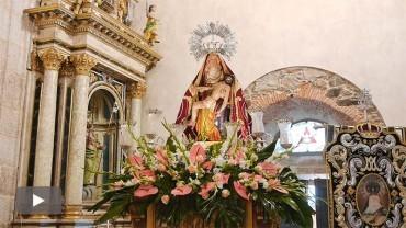 La lluvia impide la salida de la procesión de Lunes de Pascua en Cacabelos