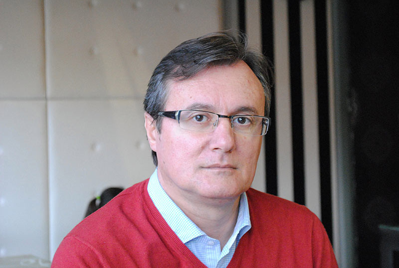"Fermín López Costero presenta ""La costumbre de ser lluvia"""