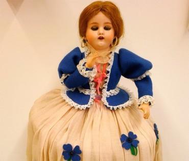 El Museo Alto Bierzo presenta una muñeca autómata Leopold Lambert de 1869