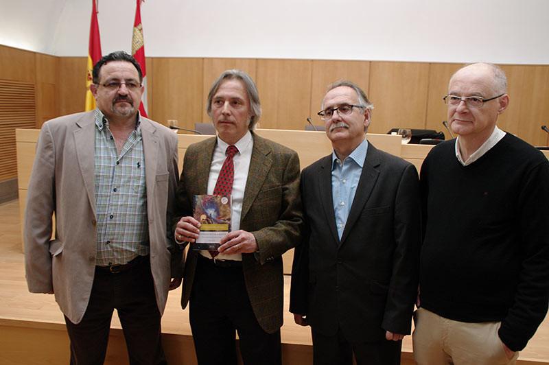 """Luis Salvador López presenta el primer volumen de """"El infierno de los malditos – conversaciones con el mal"""""""