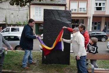 Cacabelos recuerda a los que defendieron la libertad y la II República con un monolito