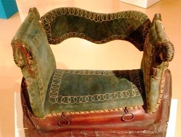 El Museo Alto Bierzo presenta una silla de montar de mujer del siglo XIX