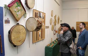 El IEB presenta una exposición única sobre la chifla, el tambor y la música tradicional berciana