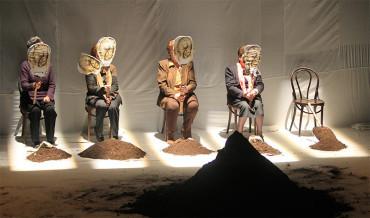 """""""Exhumación"""", teatro con testimonios reales sobre la tragedia de los desaparecidos"""