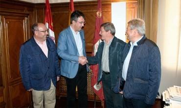 Majo reitera el compromiso con el Camino de Santiago ante el presidente de la Federación de Asociaciones de España