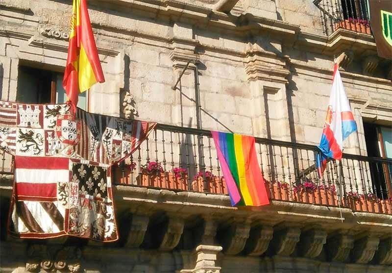 Ponferrada, Cacabelos, Balboa, Torre, Cabañas Raras y Folgoso celebran el Día del Orgullo LGBT