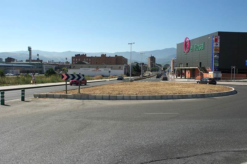 Folgueral recuerda que desde el año 2005 se podía haber terminado la media glorieta de la Avda. de Asturias