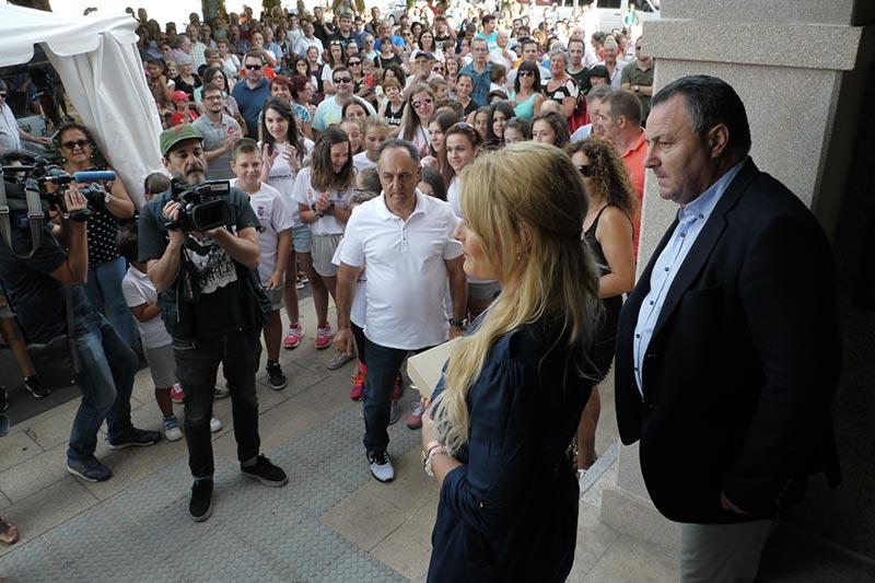Lydia Valentín - recibimiento en Camponaraya. Foto: Raúl C.