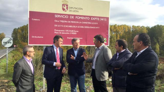 Diputación invierte 159.200 euros en la mejora de la carretera de Cacabelos a Sorribas