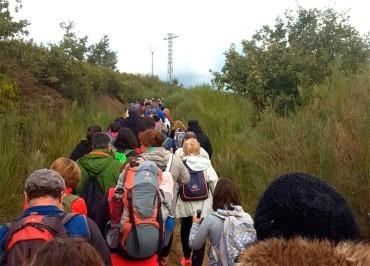 300 personas participan en una marcha para reivindicar el Camino de Santiago por el Bierzo Alto