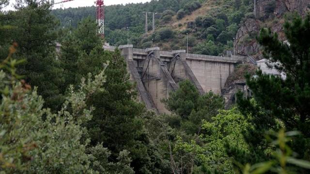 Confederación licita por 1,3 millones las obras de estabilización del talud derecho de la presa de Bárcena
