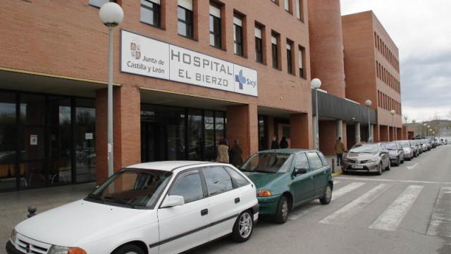 Los Usuarios de la Sanidad Pública encerrados en el Hospital denuncian presiones