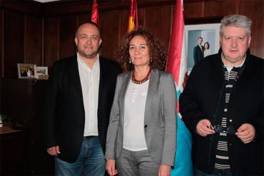 Merayo y Courel acuerdan poner en marcha los huertos urbanos en el 2017
