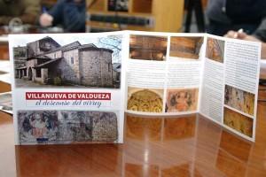 Tríptico del IES Europa sobre la iglesia de Villanueva de Valdueza y el Virrey Lope García de Castro. Foto: Raúl C.