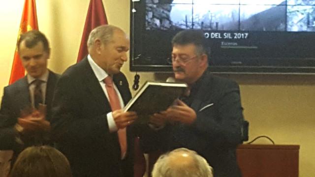Ángel Calvo presenta en Sevilla la oferta turística de Páramo del Sil