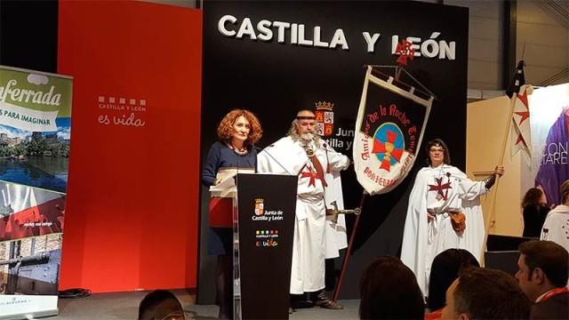 Gloria Fernández Merayo presenta la oferta turística de Ponferrada en el stand de la Junta en Fitur