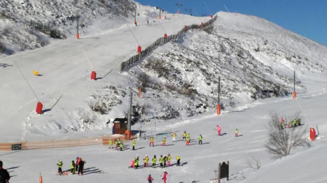 Las estaciones de esquí de la provincia reciben más de 600 personas en su apertura