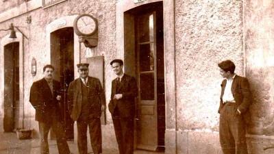El Museo Alto Bierzo presenta en la Casa de las Culturas un anuario de ferrocarriles del año 1914