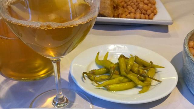 Casa Coscolo experimenta con el maridaje de infusiones la Tetera Azul y cocido maragato