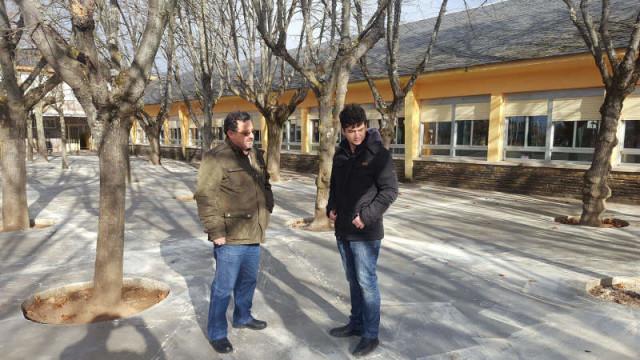 El Colegio de Compostilla estrena pavimento de hormigón en el patio tras una inversión de 36.000 euros