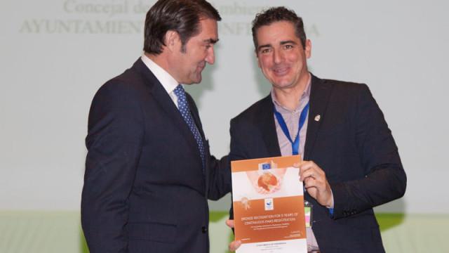 El Ayuntamiento de Ponferrada recibe el distintivo EMAS de bronce por su esfuerzo en la gestión medioambiental