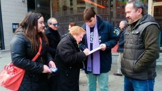 Cacabelos se moviliza y recoge 433 firmas para reivindicar la sanidad pública