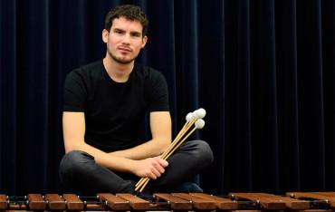 Noé Rodrigo ofrece en Río Selmo un concierto de percusión inspirado en la música tradicional