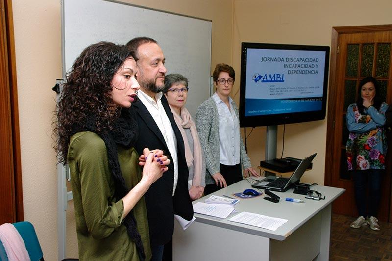 Alicia García y Gerardo Álvarez Courel en la jornada 'El Bierzo, un engranaje de recursos sociales'. Foto: Raúl C.