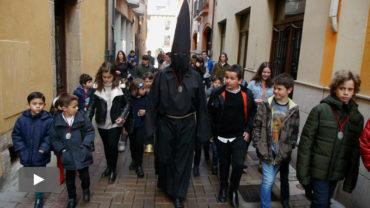 El nazareno Lambrión Chupacandiles anuncia el comienzo de la Semana Santa 2017