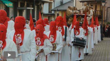 La procesión de la Santa Cena acoge el acto del Perdón Fraterno con el indulto a una presa