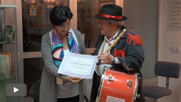Fernando Fernández, uno de los últimos tamboriteros del Bierzo, abre los 'Encuentros con la experiencia' del I.E.B.