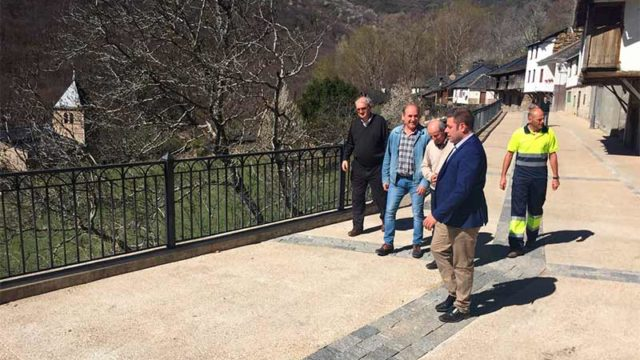 Finalizadas las obras de la calle Real en Montes de Valdueza